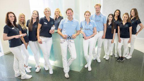 Zahnarzt und Praxisteam - Zahnarztpraxis für Implantologie und Zahnimplantate in Neu-isenburg