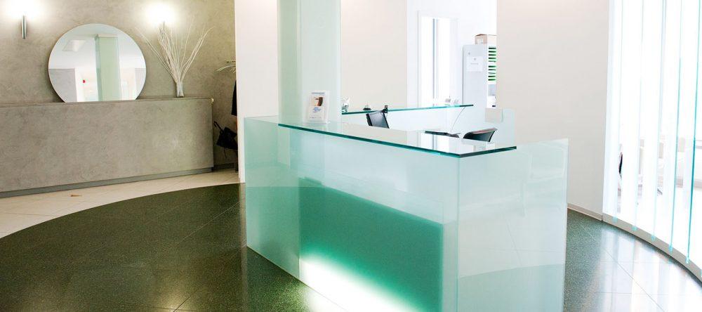 Rezeption - Zahnarztpraxis für Implantologie und Zahnimplantate in Neu-isenburg